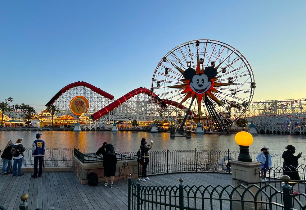 Can Guests Park Hop Back And Forth At Disneyland Magic Guidebooks